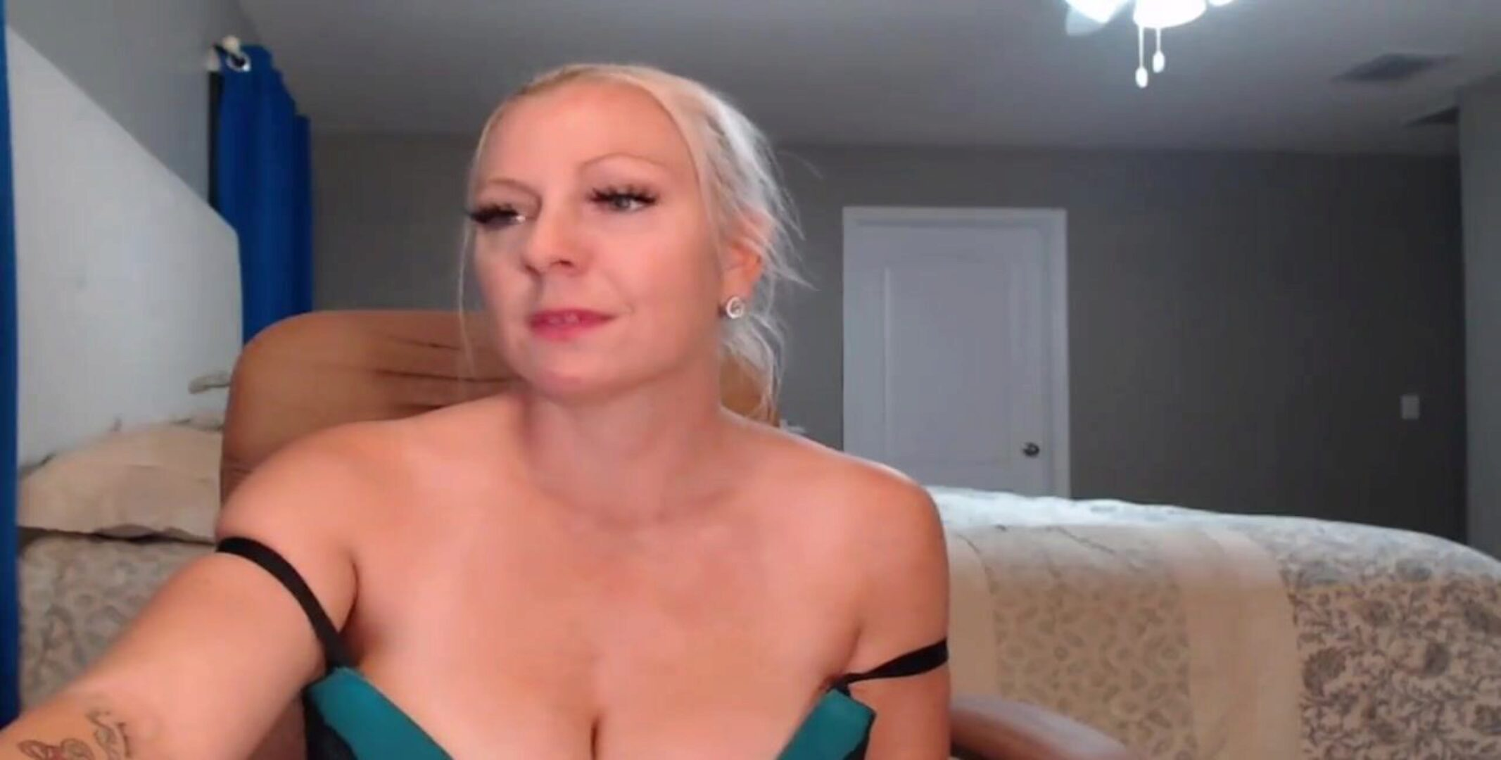 Blonde Cougar Big Natural Tits Deepthroats her Toy