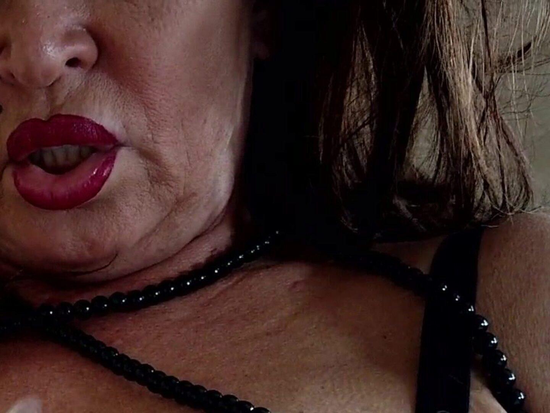 Порно звезды дрочили горло с дилдо и делали глубокий минет